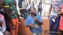 Este niño de gran talento lleva el ritmo en la sangre...
