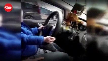 Akılalmaz olay!; Çocuğa otomobil kullandırdı