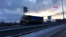 Burdur'da buzlanma nedeniyle trafik aksadı