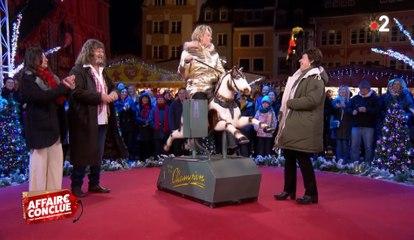 Sophie Davant déchaînée sur un cheval mécanique !