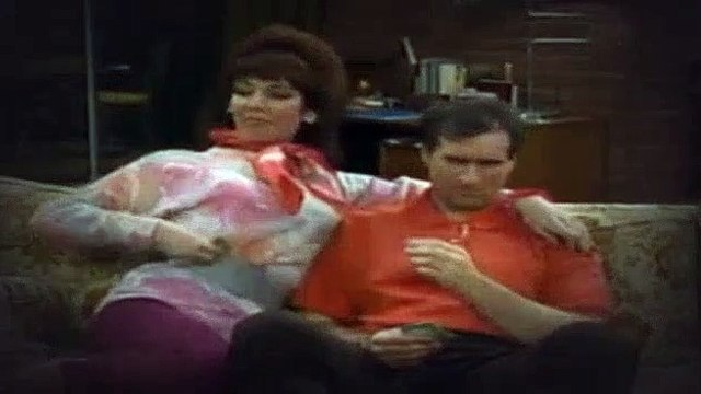 Married with Children S02E08 Born to Walk