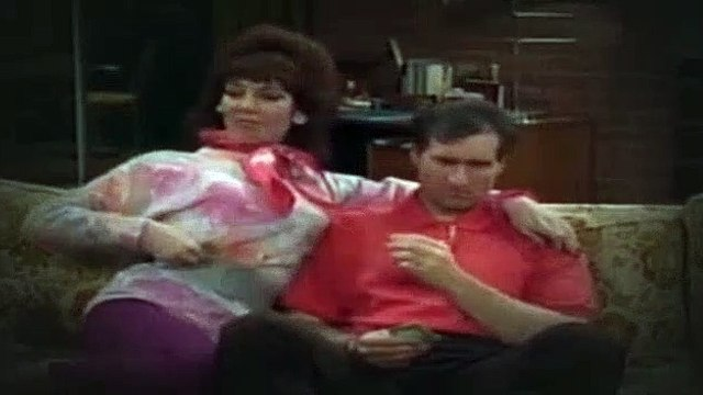 Married with Children S02E09 Alley of the Dolls