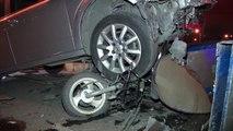 Otomobil önce motosiklete sonra başka bir otomobile ve çöp konteynerlerine çarptı
