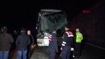 Bilecik'te otobüs ile kamyon çarpıştı 6 yaralı