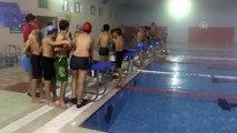 Ağrı'da geleceğin şampiyon yüzücüleri yetişiyor