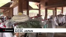 Giant rice cakes offered to shrine in Japanese tradition