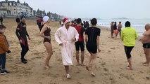 Saint-Malo. 70 baigneurs au premier bain de l'année 2020 !