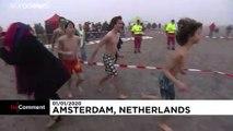 Scheveningen  10 000 Teilnehmer beim Neujahrsschwimmen