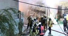Arnavutköy'de kumaş fabrikasının depo bölümünde yangın çıktı