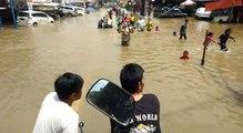 Video Jasa Antar dengan Gerobak di Jalan Raya Ciledug yang Terputus karena Banjir
