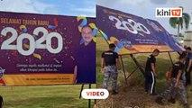 Papan tanda ucapan tahun baru Hishammuddin diroboh