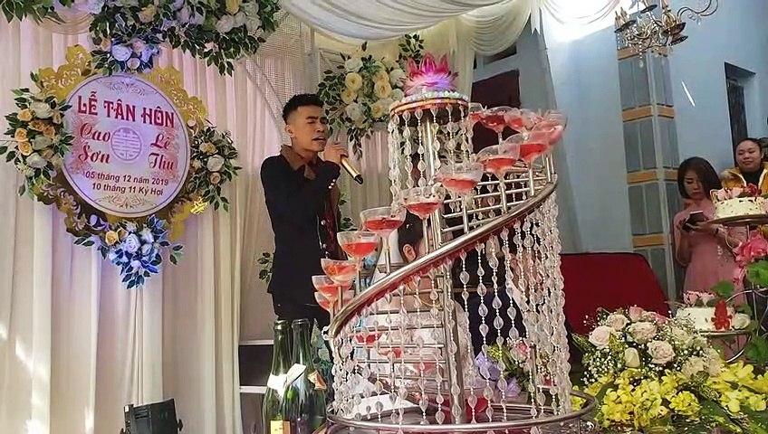 Sai Lầm Của Anh | Hát đám cưới tặng người yêu cũ khiến cô dâu khóc sưng hết mắt vì quá cảm động! | Godialy.com