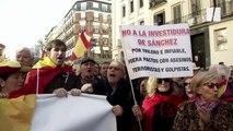 """""""L'Espagne n'est qu'une!"""" À Madrid les anti-séparatistes manifestent contre Sanchez"""