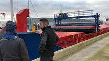 Un four de 120 tonnes livré par cargo à Lorient