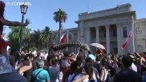 """El festival de teatro chileno """"Santiago a Mil"""" vuelve a las calles en medio de las protestas"""