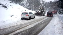 Kazdağları'nda yoğun kar yağışı ulaşımı olumsuz etkiliyor - BALIKESİR