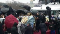Turquie: plongeon glacé dans la Corne d'Or pour célébrer l'Epiphanie