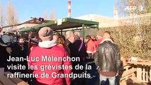 Jean-Luc Mélenchon rend visite aux grévistes de la raffinerie de Grandpuits