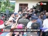 Jokowi Tinjau Longsor di Bogor Sambil Kehujanan