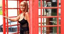 50 yaşındaki kadının telefon kulübelerine olan tutkusu görenleri hayrete düşürüyor