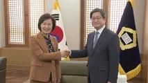 """추미애, 김명수 대법원장 예방...""""어깨 무겁다"""" / YTN"""