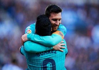 Messi observa a Messi