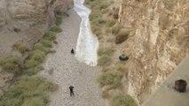 Le lit de cette rivière se remplit subitement : crue éclaire