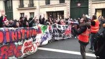 Fransa'da emeklilik reformu protestoları (4)