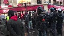 Fransa'da emeklilik reformu protestoları (7)