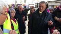 Un manifestant prend à partie le député vendéen Patrick Loiseau