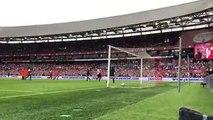 Dirk Kuyt, yeşil sahalara veda etti. Efsane oyuncu jübile maçında penaltıdan bir gol kaydetti. Maçta Süper Ligin yıldız isimleri de boy gösterdi