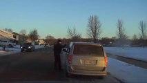 La raison pour laquelle ce policier arrete cet automobiliste est incroyable