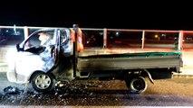 """호남고속도로 달리던 1톤 트럭 화재...""""엔진룸에서 연기"""" / YTN"""