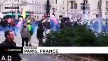 Paris'te protestolar şiddete dönüştü, hükümet emeklilik yaşı için geri adım attı
