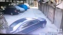 Une drôle de façon de se trouver une place dans un Parking : Pousser les autres voitures