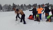 Uludağ'da 1,5 metre karda yürüdüler, kar üstünde güreş tuttular