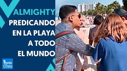 Almighty orando y predicando en la playa y calles de Puerto Rico