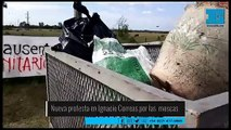 Nueva protesta en una granja de Ignacio Correas por la invasión de moscas