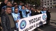 Türkiye Kamu-Sen üyeleri, memur maaş zammını bordro yakarak protesto etti