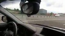 Sur une autoroute, un conducteur se fait doubler... par une formule 1
