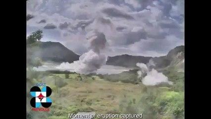 Les vidéos incroyables du volcan Taal aux Philippines, qui recrache de la cendre et de la foudre