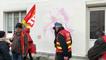 Des manifestants face à la permanence du député Stéphane Travert