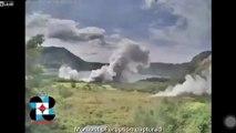 Enorme éclair sur le volcan Taal en éruption aux philippines