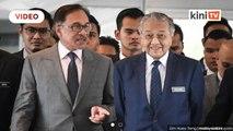 Dr M banyak jasa, saya tak setuju peralihan kuasa tak secara aman - Anwar
