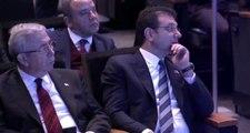 İmamoğlu, yüz ifadesi ekrana verilince salonu terk etti ve programın ikinci oturumuna katılmadı