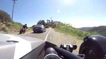 L'incroyable réflexe de ces 2 motards qui évitent le pire au dernier moment