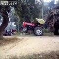Tracté, ce tracteur est décapité !