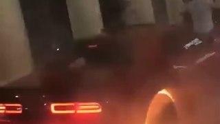 VÍDEO: se pone a hacer burnout y se le va a de las manos… ¡casi sale ardiendo!
