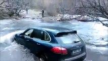Traverser une rivière en Porsche Cayenne... Pire idée de l'année