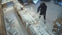 Trois hommes braquent une bijouterie, des passants interviennent